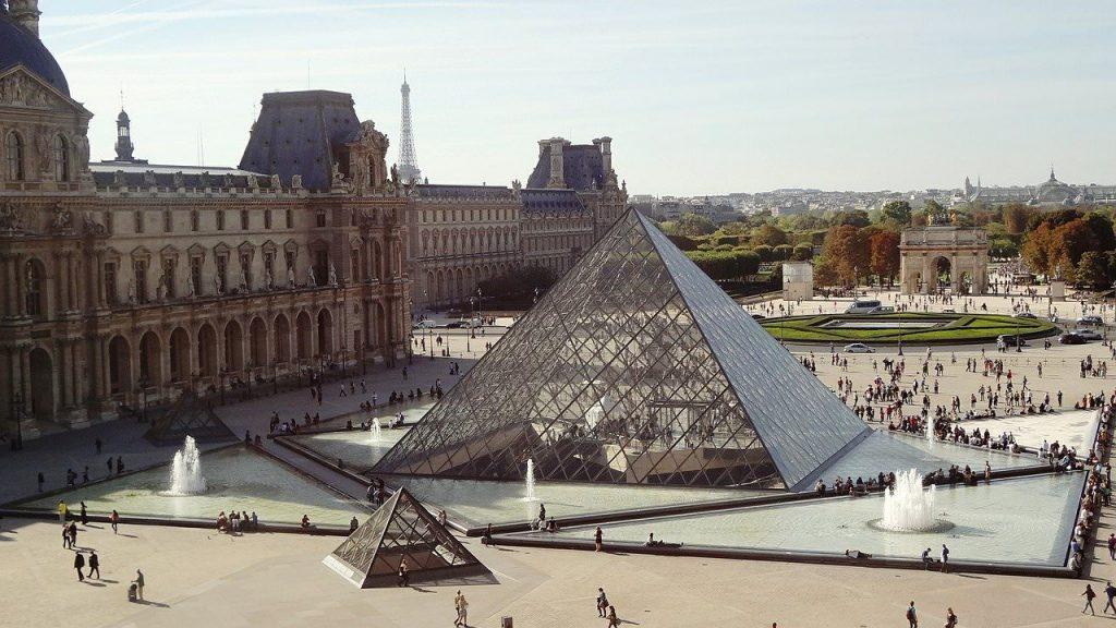 Louvre museum in Parijs